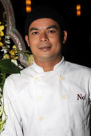 Khun Noi runs the western food kitchen
